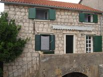 Holiday apartment 888931 for 4 persons in Stari Grad