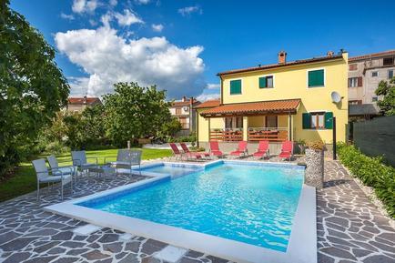 Casa de vacaciones 892951 para 8 personas en Medulin