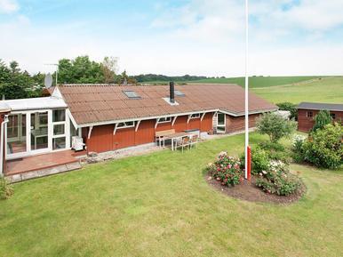 Villa 893945 per 6 persone in Følle Strand