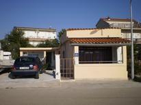 Appartement 907474 voor 6 personen in Brodarica
