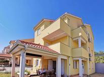 Appartamento 944734 per 6 persone in Čižići