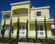 Appartement 945792 voor 5 personen in Pakoštane