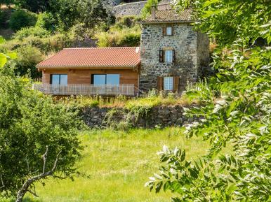 Villa 946573 per 3 adulti + 3 bambini in Saint-Privat-d'Allier