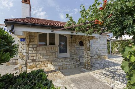 Casa de vacaciones 947126 para 4 adultos + 2 niños en Vir
