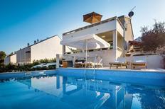 Villa 949352 per 8 persone in Sutivan