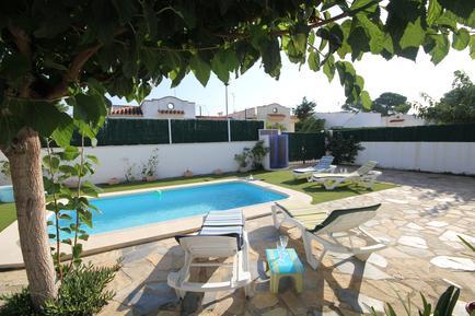 Ferienhaus 949712 für 6 Personen in Urbanitzacio Riumar