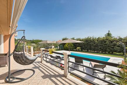 Holiday home 952802 for 7 adults + 3 children in Pula