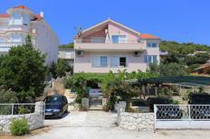 Ferienwohnung 955447 für 4 Personen in Poljica bei Trogir