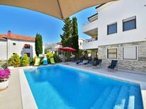 Casa de vacaciones 955818 para 16 personas en Starigrad-Paklenica