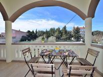 Appartement 957215 voor 8 personen in Pakoštane