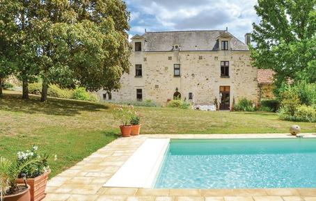 Ferienhaus 962847 für 15 Personen in Les Verchers-sur-Layon