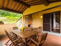 Ferienhaus 977001 für 4 Personen in Pescia