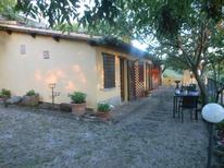 Zimmer 980813 für 2 Erwachsene + 1 Kind in Vetulonia