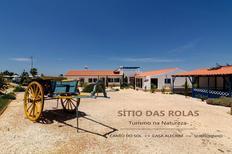 Casa de vacaciones 984630 para 4 personas en São Teotónio