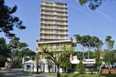 Holiday apartment 986609 for 5 persons in Lignano Pineta